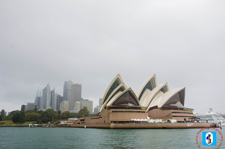 Australia's modern architecture is summed up on the grandeur of Sydney Opera House.