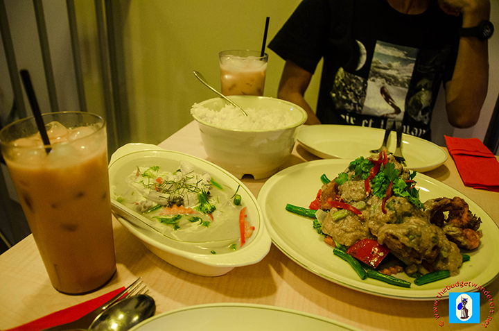 Green curry and stir fried soft shell crab with curry.