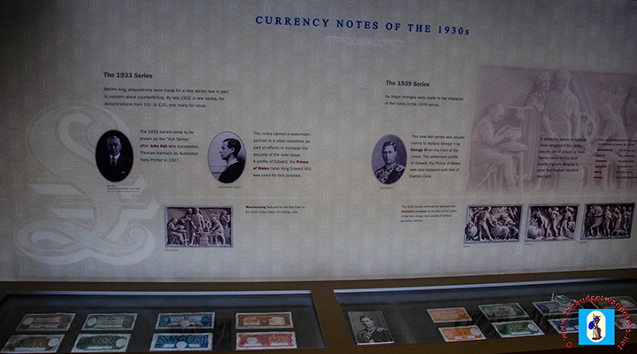 A brief historical description can be read about the displayed notes.